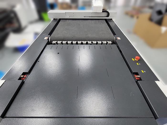 IECHO 최신 유형 기계 PK1209- 더 큰 절단 영역, 더 나은 절단 효과